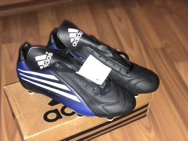Кросівки для футбола ( бутси)