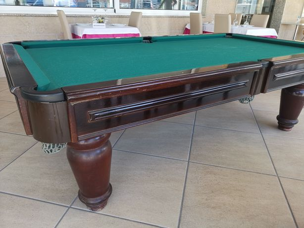 Mesa de Snooker/Bilhar com bolas e tacos