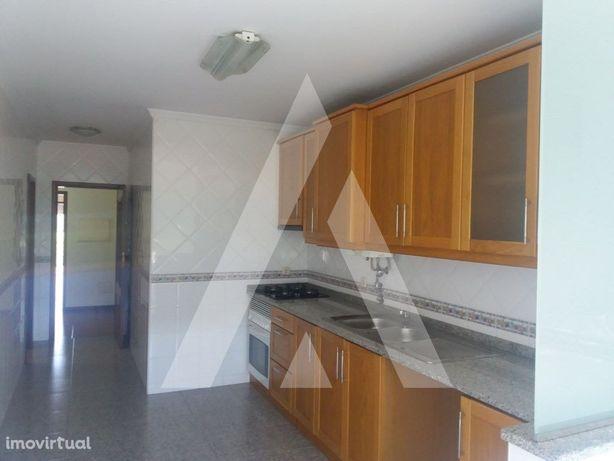Apartamento T3, nos arredores de Oiã