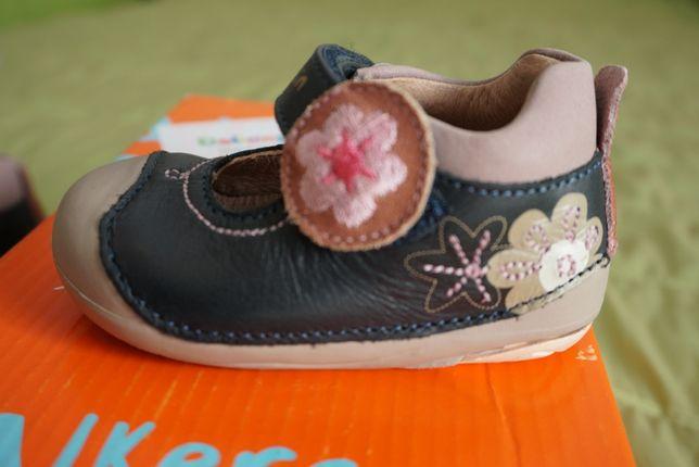 Sandálias pré-walkers da Garvalin em pele N.17 Novas na caixa
