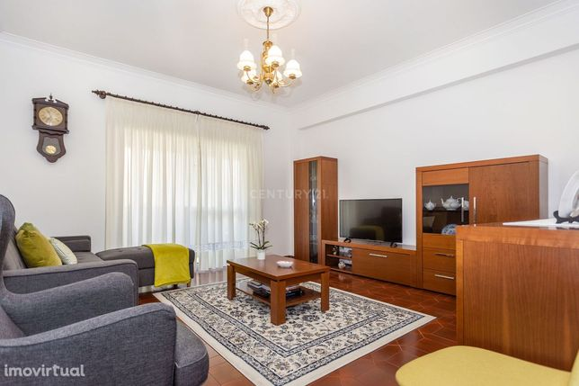 Apartamento T2 na Brandoa com Arrecadação