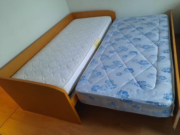 Cama dupla e 2 colchões de solteiro