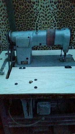 Продам промышленную швейную машинку-97А класса