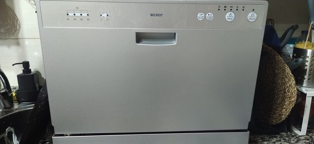 Máquina de lavar louça pequena
