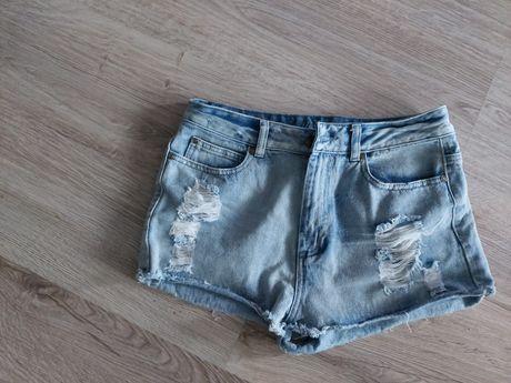 Szorty jeansowe z dziurami z przecieraniami