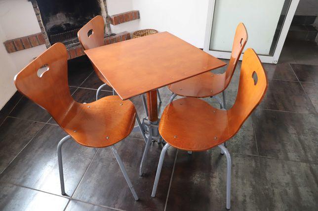 Mesas e cadeiras de café