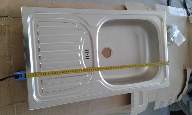 zlew kuchenny wpuszczany wblat lub na szawke