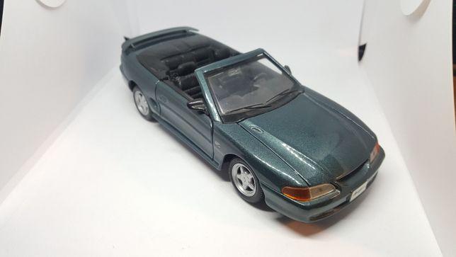 '94 Ford Mustang GT 1:24 model autko resoraki