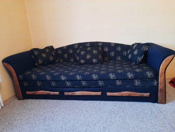 Rozkładana kanapa ze schowkiem w kolorze granatowym