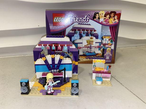 Lego Friends scena prób