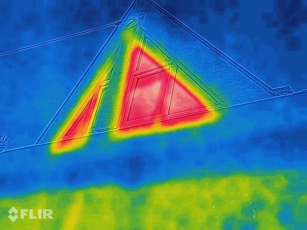 Zdjęcia termowizyjne budynku ogrzewania mostki termiczne