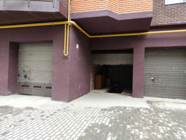 Продаж гаражу в зданій новобудові на вул. Пулюя, 40