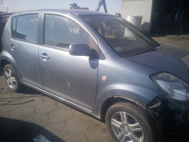 Daihatsu sirion II 1.3 drzwi przod i inne