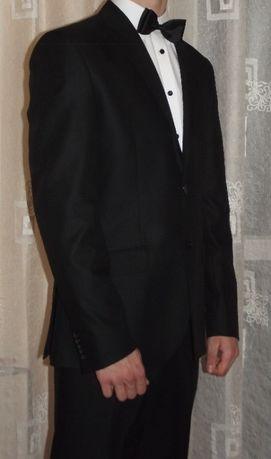 Czarny garnitur slim fit
