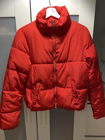 Красная куртку