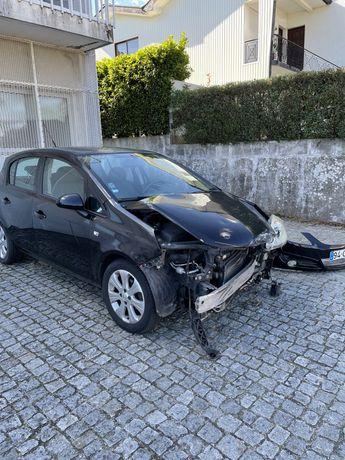 Carro acidentado