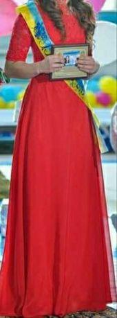 Вечернее платье  ярко-красного цвета