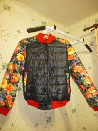 Красивая демисезонная куртка-бомбер