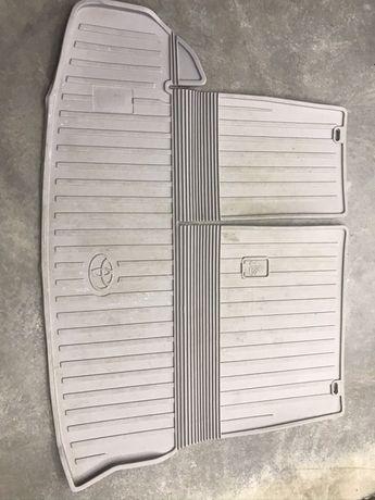 оригинальный резиновый коврик  в багажное отделение Toyota Highlander