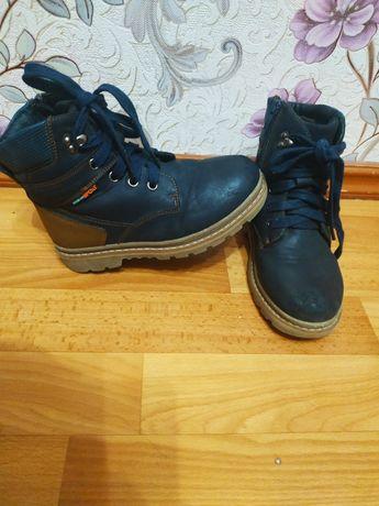 Зимние ботинки для мальчика 29р-20 см стелька в хорошем состоянии