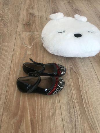 Продам недорого дитяче весняне взуття . Дивись колаж фото в описі