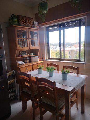 Móvel, mesa e 4 cadeiras de cozinha