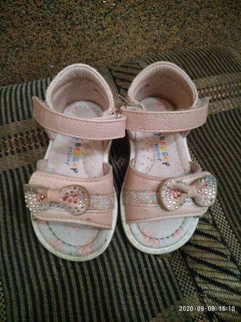 дитячі сандалики.тапочки