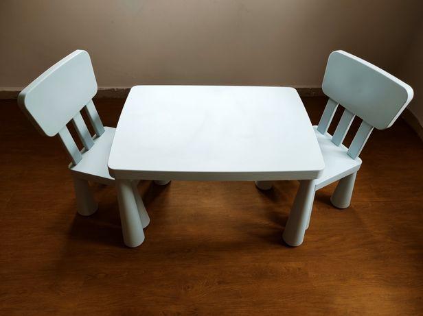 Mesa e cadeiras para criança