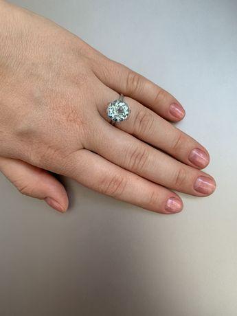 Серебрянное кольцо с топазом 16,5