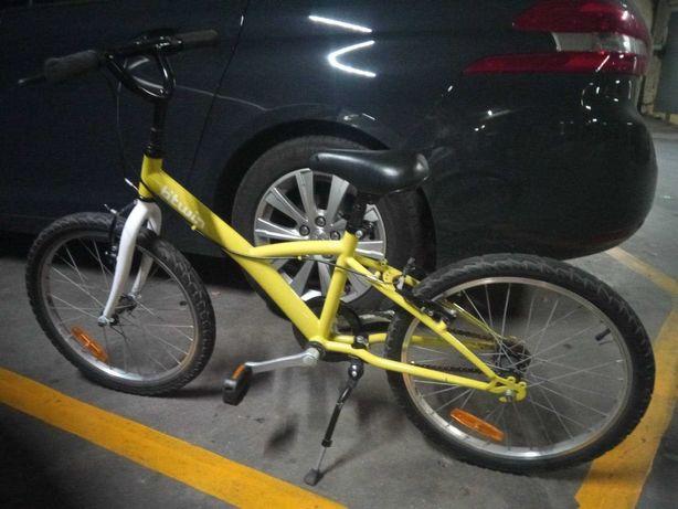Bicicleta verde de criança da marca Btwin roda 22