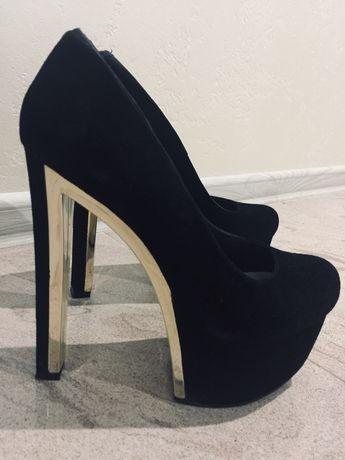 Продам абсолютно новые натур замшевые туфли