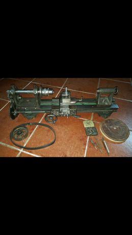 Torno mecânico antigo
