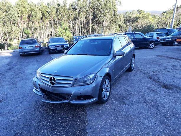 Mercedes C220, 2012 Só 150000km, pequeno toque motor a Bater