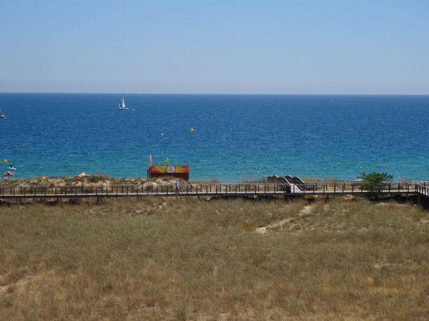 T1 Agosto. Em frente à praia. Vista Mar. Alvor, Torralta