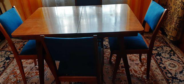 Stół drewniany z kompletem 4 krzeseł