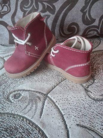 Весняне взуття для дівчинки