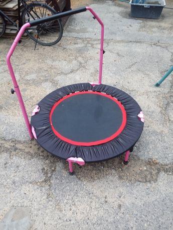 Trampolina fitnes z uchwytem