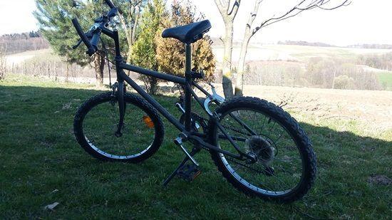 rower górski średniej wielkości przerzutki