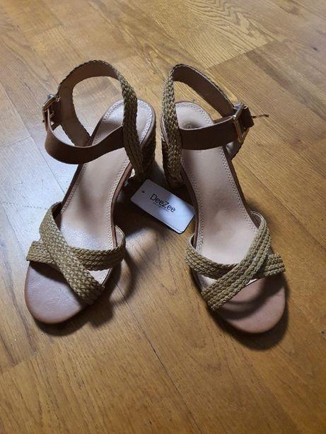 Nowe sandały DeeZee