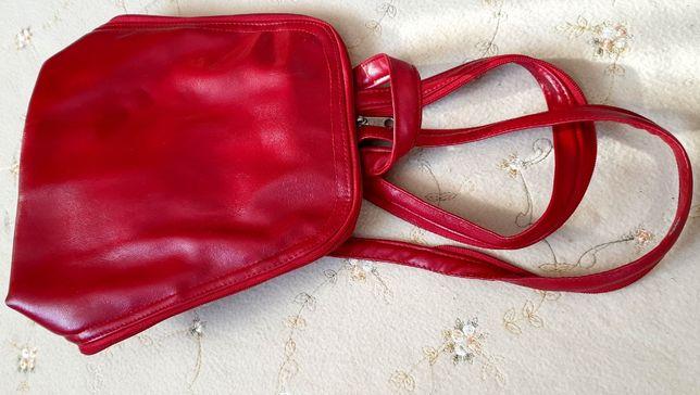 czerwony plecak damski z sztucznej skóry
