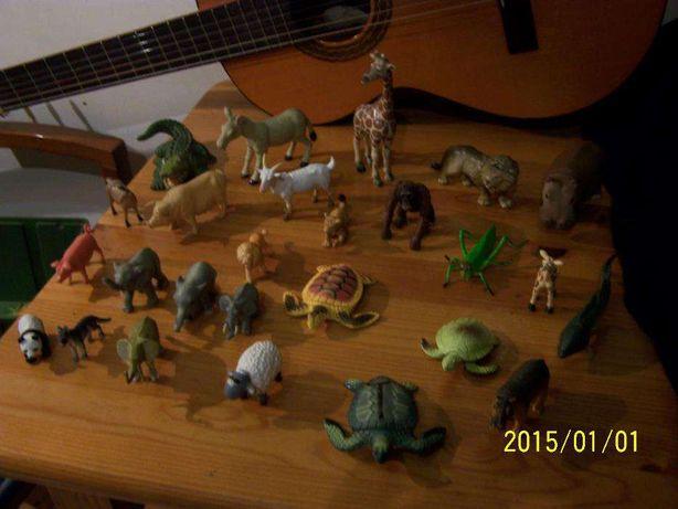 varios bonecos de animais massa e pvc
