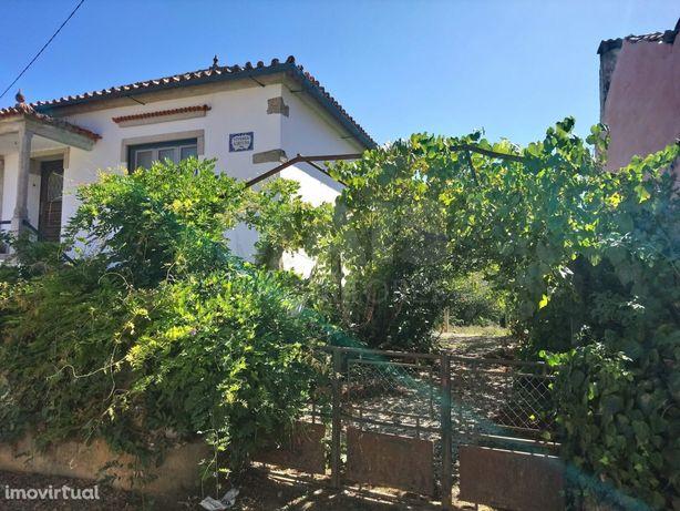 Moradia T4 com Garagem e Terreno a 3 km de Côja- Arganil .