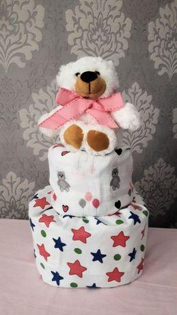 Uroczy tort torcik z pieluszek Pampers