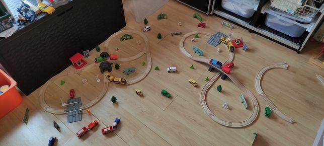 Pista comboios e veículos.