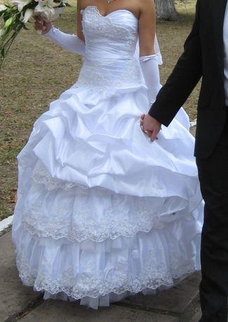 Свадебное платье в отличном состоянии, белоснежно белое