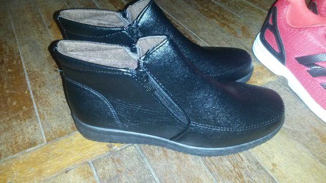 Маломерки ботинки теплые на подростка