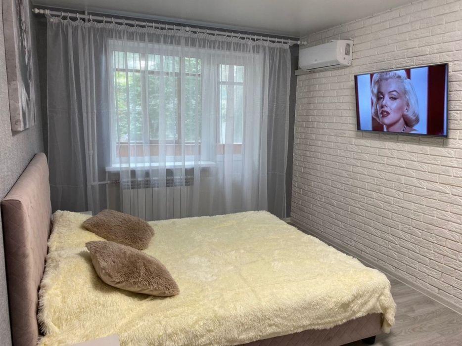 Квартира посуточно Днепр 1-комнатная. Середина Кирова (Вакуленчука 14)-1