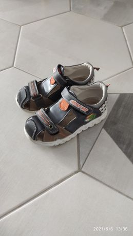 Продам бу дитяче взуття