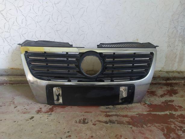 Решітка радіатора PASSAT B6