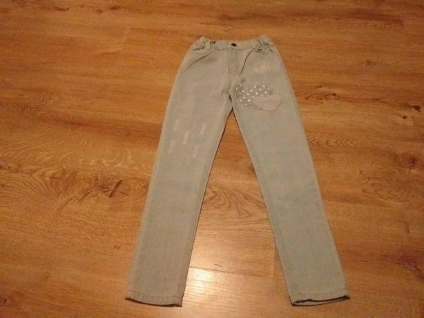 Sprzedam spodnie dla dziewczynki rozmiar 134.